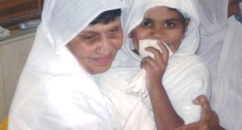 Acharya shriji with Young Sadhviji